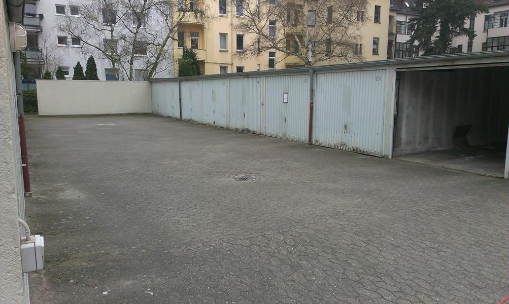 Garagenhof vorher